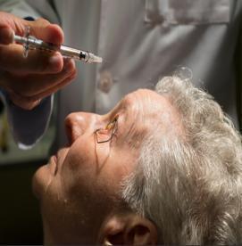 ارتباط سن با  دژنراسیون ماکولا