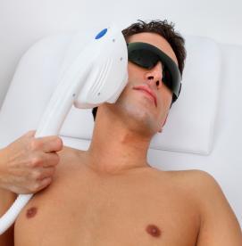 آیا لیزر موهای زائد با درد همراه است؟