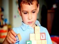 نشانه های اولیه اختلالات طیف اوتیسم (۱)